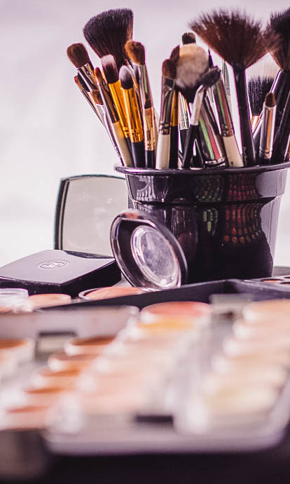 Queue management systems for cosmetic stores